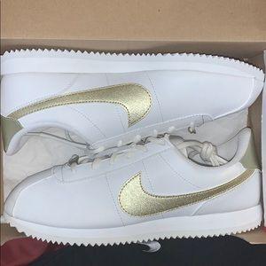 Brand new Nike Cortez size 7Y/9 women's